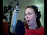 Девушка исполняет песню из фильма 5-ый элемент!